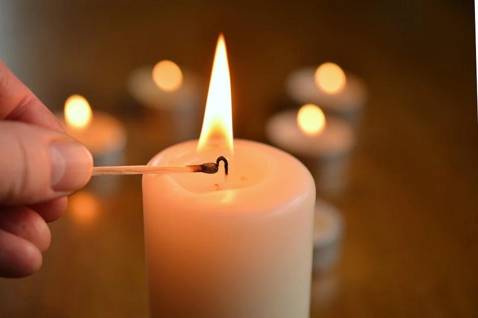 Rimuovere la cera delle candele